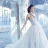 suknia ślubna Lazaro z falbanami