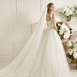 suknia ślubna Pronovias z dekoltem  na plecach