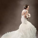 suknia ślubna Sophia Tolli z koronką z dekoltem  na plecach