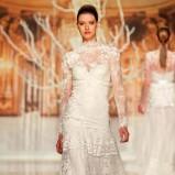suknia ślubna Yolan Cris z koronką z długam rękawem