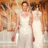 suknia ślubna Yolan Cris z koronką z paskiem