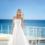 Suknia ślubna z koronkowym dołem