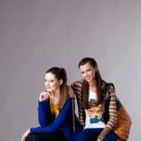 sweterek i leginsy Moodo w kolorze kobaltowym  - moda dla kobiet