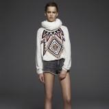 sweterek Pull and Bear ze wzorem w kolorze ecru - modne ubrania dla kobiet