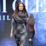 szara sukienka Deni Cler w kratkę - jesień/zima