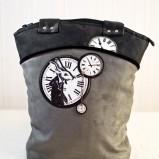 szara torebka Ela Biryło z ozdobami - moda 2011