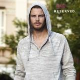 szary sweter Reserved z kapturem - moda wiosna/lato
