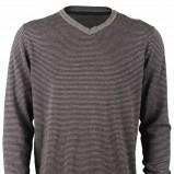 szary sweter Top Secret w paski - trendy wiosna-lato