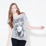 szary t-shirt Stradivarius z nadrukiem - moda jesień/zima