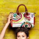 torebka Desigual we wzorki w kolorze białym - kolekcja wiosenno-letnia