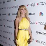 Ubrania w stylu boho, krótka sukienka, botki, Sienna Miller, Fot. PR Photos