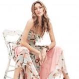 Ubrania w stylu boho, kwiecista tunika,Miley Cyrus, Fot. PR Photos