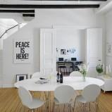 Unikatowy stół do jadalni w kolorze śnieżnej bieli - inspiracje od Homebook