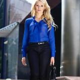 Urocza niebieska koszula Heppin prześwitująca trendy na jesień-zimę