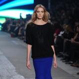 wąska spódniczka w kolorze niebieskim - pokaz Macieja Zienia