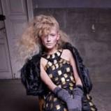 Wyjątkowe długie natapirowane włosy blond na zbliżający sie sezon