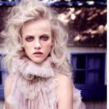 Wyjątkowe długie włosy blond fale trendy