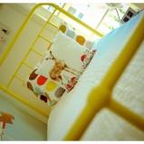Wyjątkowe metalowe łóżko w kolorze żółtym - inspiracje 2013