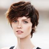 Wymodelowane krótkie włosy