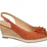 zamszowe sandałki Deichmann w kolorze brązowym - kolekcja na lato 2013