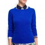 zjawiskowy sweterek Mango w kolorze kobaltowym  - ubrania dla kobiet na jesień i zimę