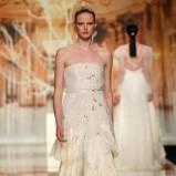 złota suknia ślubna Yolan Cris z falbanami