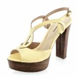 żółte sandałki Prima Moda na słupku