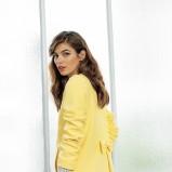 żółty płaszcz Laredoute z kokardą