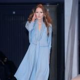 zwiewna sukienka Paprocki & Brzozowski w kolorze błękitnym - pokaz kolekcji