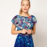 zwiewny kombinezon Asos w kolorze niebieskim - moda na andrzejki