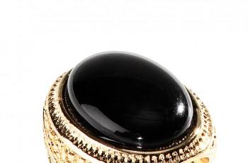 Biżuteria w stylu retro - trendy wiosna/lato 2012