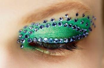 Błyszczący makijaż na pokazie Christian Dior