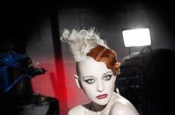 Kolorowe pasemka - szalone fryzury