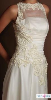oryginalna suknia na wysoką i szczupłą panne młodą