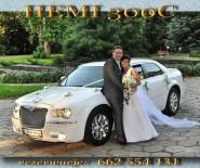 auto do ślubu Biały Chrysler 300C Hemi