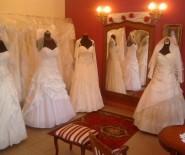 Salon ślubny oraz komis Rosa Rossa w Bielawie.