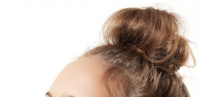 Młodzieżowa fryzura zakończona upięciem