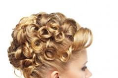 Fryzura ślimak na włosach długich