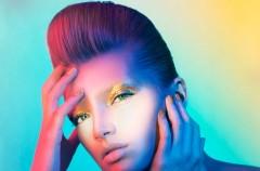 Makijaż pełen błysku