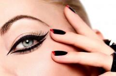 Pomysł na czerwono-czarny makijaż