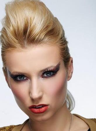 Makijaż Królowej Rocka Z Lat 80 Krok Po Kroku Twarz I Makijaż