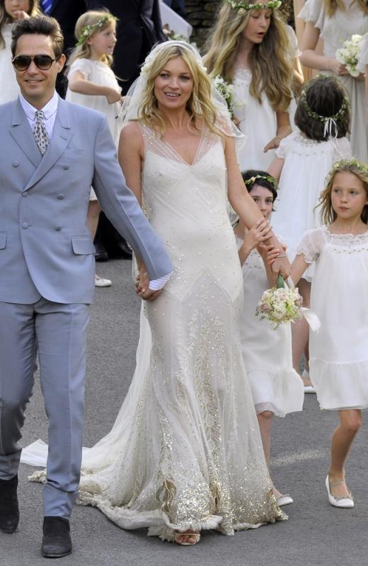 ślub Kate Moss Sukienka I Styl Zdjęcia Suknie ślubne I