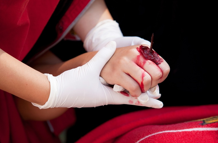 Почему мы чувствуем боль, когда получаем травму?