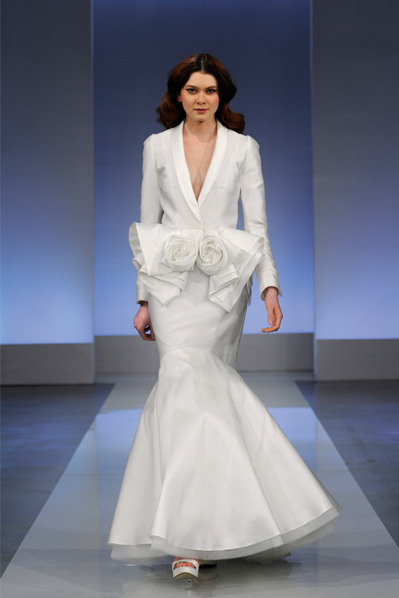 Baskinka w sukni ślubnej