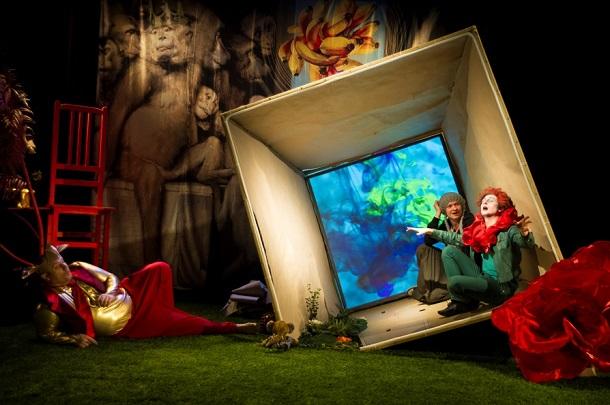 Солнце и цветок Брайана Паттена в гостях у драматического театра