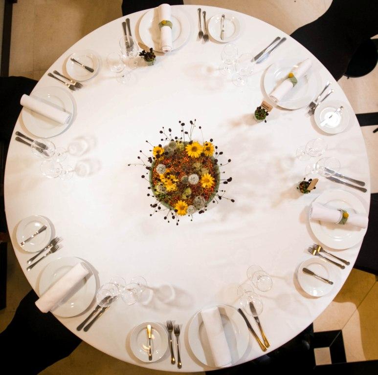 Stół weselny - dekoracja na jesień