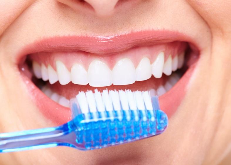 długie mycie zębów niszczy szkliwo
