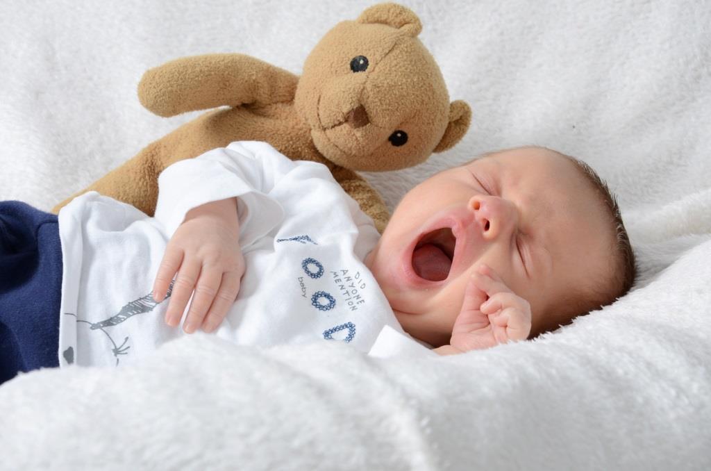 niemowlę uczy sie oddychac ustami