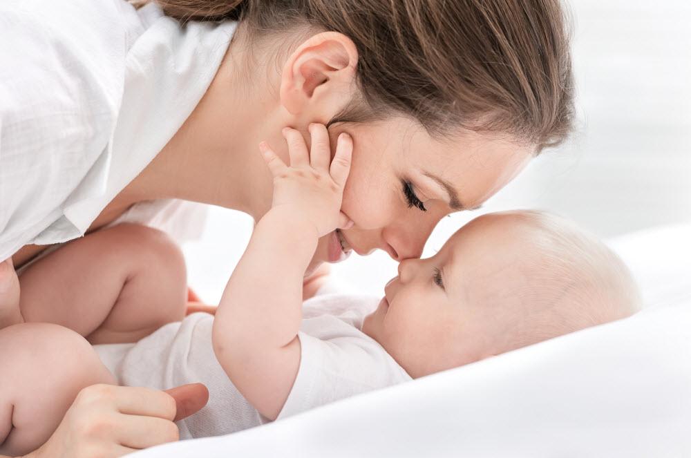 Słuch dziecka - objawy niedosłuchu