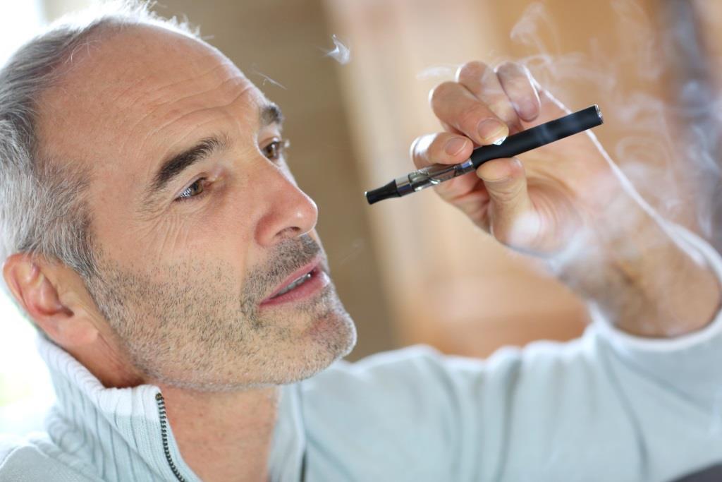 Электронные сигареты вредны для зубных имплантатов
